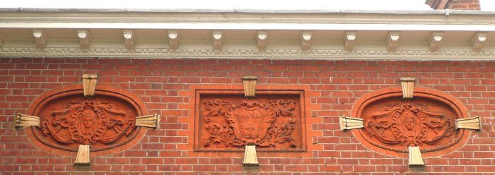Terracotta inlays on the rear face of the house. Photo ©Yvonne Hewett